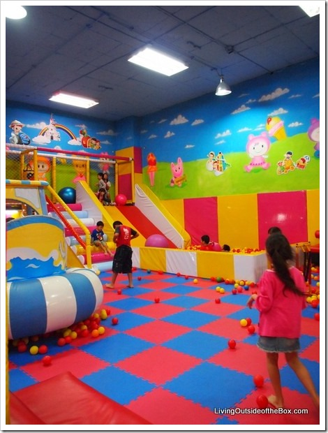 Indoor play place in chiang mai living outside of the for Inside play areas